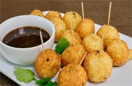 शाम की चाय के साथ स्नैक्स में खाएं Aloo Crispy Balls