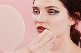 Beauty Secrets : होंठों से पड़े लिपस्टिक के दाग हटाने के...