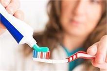 दांत चमकाने के अलावा आपकी कई समस्याएं सुलझा सकता है...
