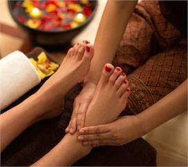 सोने से पहले जरूर करें पैरों की मालिश, शारीरिक दर्द दूर...