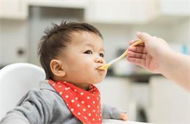 बच्चे को कब और कैसे दें घी? जानिए इसके फायदे और नुकसान भी
