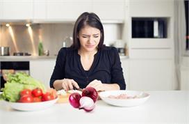 Kitchen Hacks: प्याज काटते समय अपनाएं ये ट्रिक्स, नहीं...
