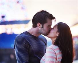 International Kissing Day 2021: लिप टू लिप किस करने से क्या...