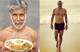 मिलिंद सोमन 55 की उम्र में भी कैसे रहते हैं इतने फिट, फैंस...