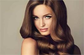 इन आसान टिप्स से अपने बालों को दें वॉल्यूम
