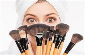 मेकअप ब्रश की सफाई भी जरूरी, घर पर खुद बनाएं Cleanser