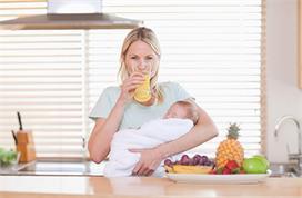 Breastfeeding करवाने वाली मां क्या खाएं और किससे रखें परहेज