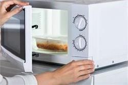 सिर्फ बेकिंग ही नहीं, आपके किचन के कई काम आसान बना देंगे माइक्रोवेव के ये हैक्स