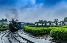 भारत की इन Toy Train में सफर करने से आपको मिलेगा रोमांचक...