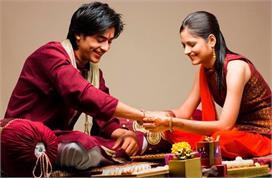 Raksha Bandhan: तिलक से लेकर राखी बांधने तक, जानिए पारंपरिक...