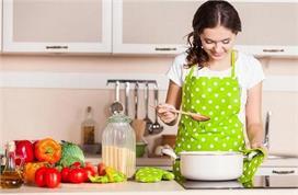 इन टिप्स को अपनाकर आसान बनाएं किचन के ये जरूरी काम