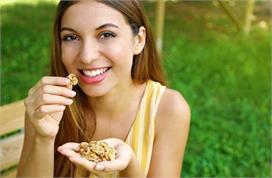 रोजाना खाएं सिर्फ 2 भीगे अखरोट, कैंसर जैसी बीमारियों का है...