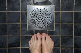 Useful Hacks: बाथरूम की नाली हो जाती है बार-बार Block तो...