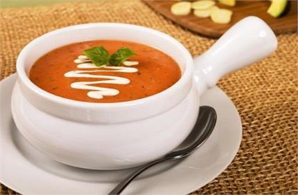 बारीश में लें गर्मा-गर्म टोमैटो सूप पीने का मजा