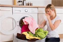 बरसात में कपड़ों से आने वाली बदबू दूर करने के लिए अपनाएं ये असरदार तरीके