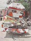 'सड़क हादसे का शिकार हुई एंबुलैंस, फार्मासिस्ट की मौत'