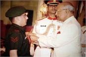 2 daughty gets shaurya chakra and highly specialized service medal