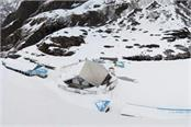 heavy snowfall up to 5 6 feet on the way to hemkund sahib
