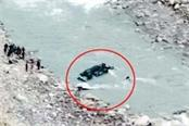 painful accident bus fall into river death of 4