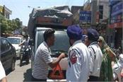 clash between auto driver and traffic police