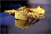 gold halts slide on jewellers  buying global cues