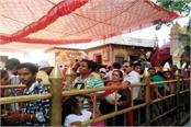 crowd of devotees in the court of maa naina