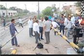striking at the kheda road railway gate of phagwara