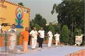 cm yogi and rajnath governor ram naik has done the yoga