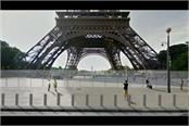 security fence around eiffel tower built to stop terrorists