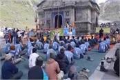 pilgrims done yoga in kedarnath dham