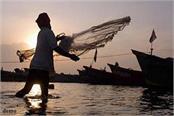 bsf caught pakistani fisherman on the coast of gujarat