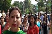 parents protest against arbitrary schools here