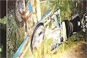 4 injured in car and rickshaw collision