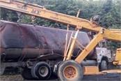 oil tanker overturns on garhshankar road