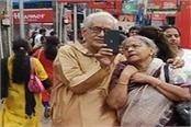 pictures of elderly couple went viral