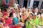 congress distributed free onion in dharamshala