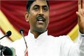 karnataka government will fall itself due to internal strife bjp
