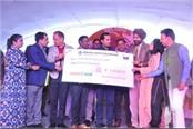 rose fest crpf 25 lakhs check handed to the commandant