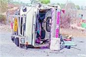 4 injured in road accident
