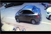 accident scooter dropped by car collapsing youth dead