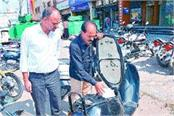 unfazed criminals commit crimes 2 lakhs missing from scooter