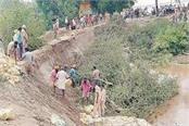 panic spread again due to mud flowing in village garhi fazilka