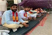 in sirsa farmers started a fast in protest against three agricultural laws