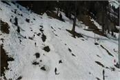 tourists reach solang nala for snow