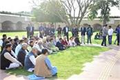 kejriwal reached rajghat for peace prayer in delhi