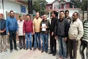 congress angry on bad condition of roads in nahan
