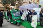 dmrc increases passenger facilities starts e rickshaw at 12 metro stations