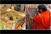 corona s awe locked many major temples including kashi vishwanath