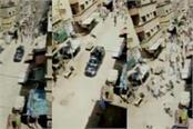 locals in pakistan pelt stone on police amid coronavirus lockdown