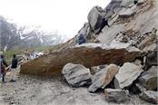 rock fell down on manali leh road